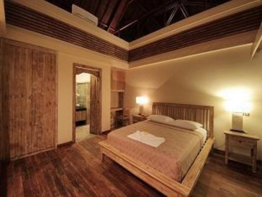 The Bedroom Suite - 1 - Guestroom Villa Rumah Pantai