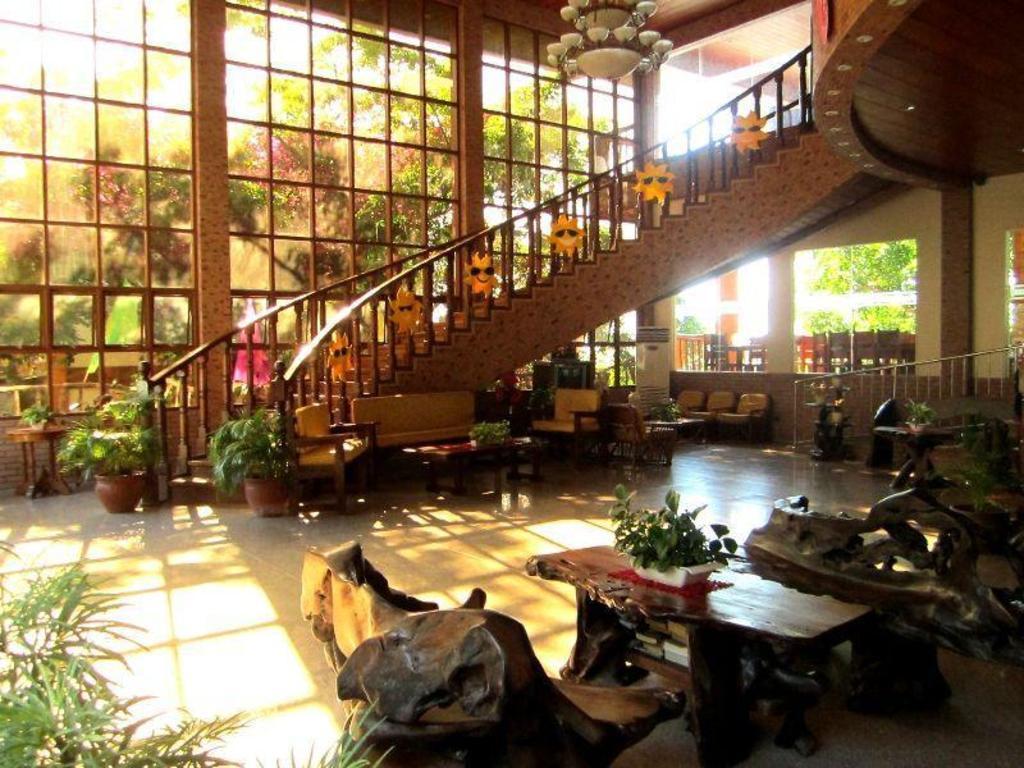 Lobby Tamaraw Beach Resort