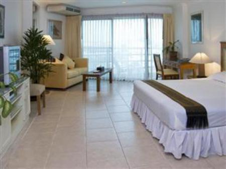 Superior King Bed - Guestroom Jomtien View Talay Studio Apartments
