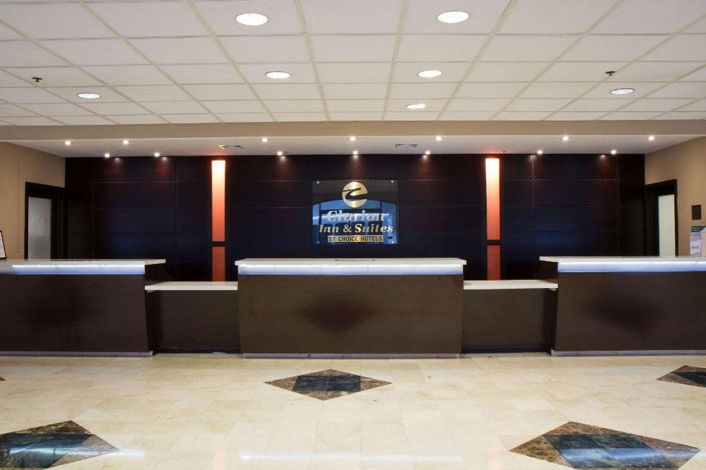 Lobi Clarion Inn & Suites Miami Airport
