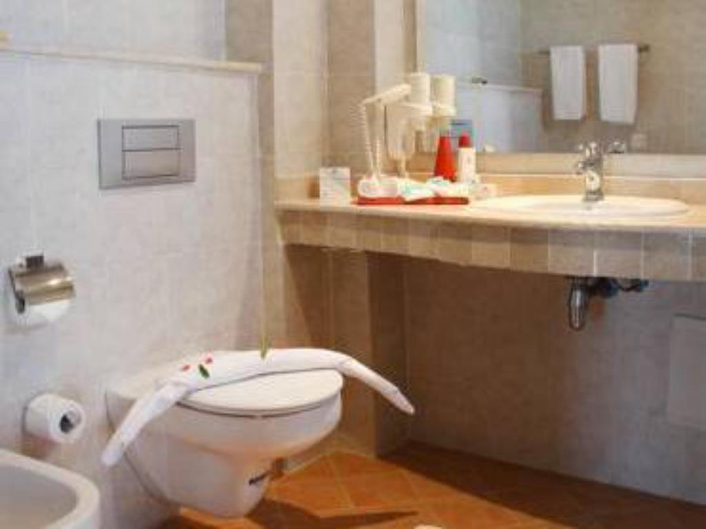 Bathroom Bianca Beach Family & Resort