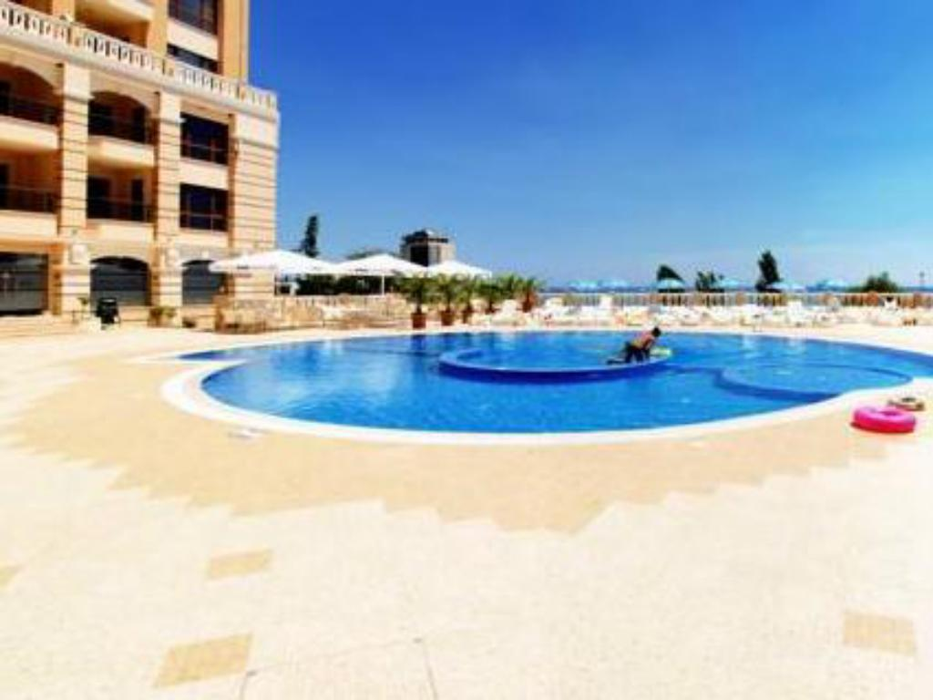 Swimming pool Cabacum Beach Residence