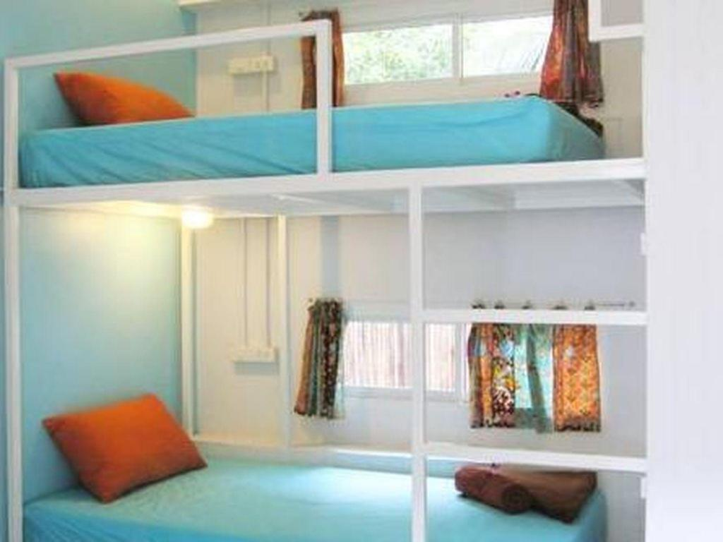 Twin Bed Shared Bathroom - Guestroom Glur Hostel