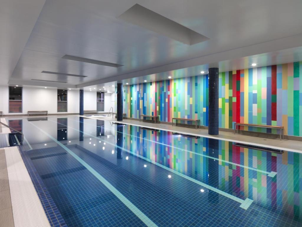 Best Price on Meriton Suites Broadbeach in Gold Coast ...