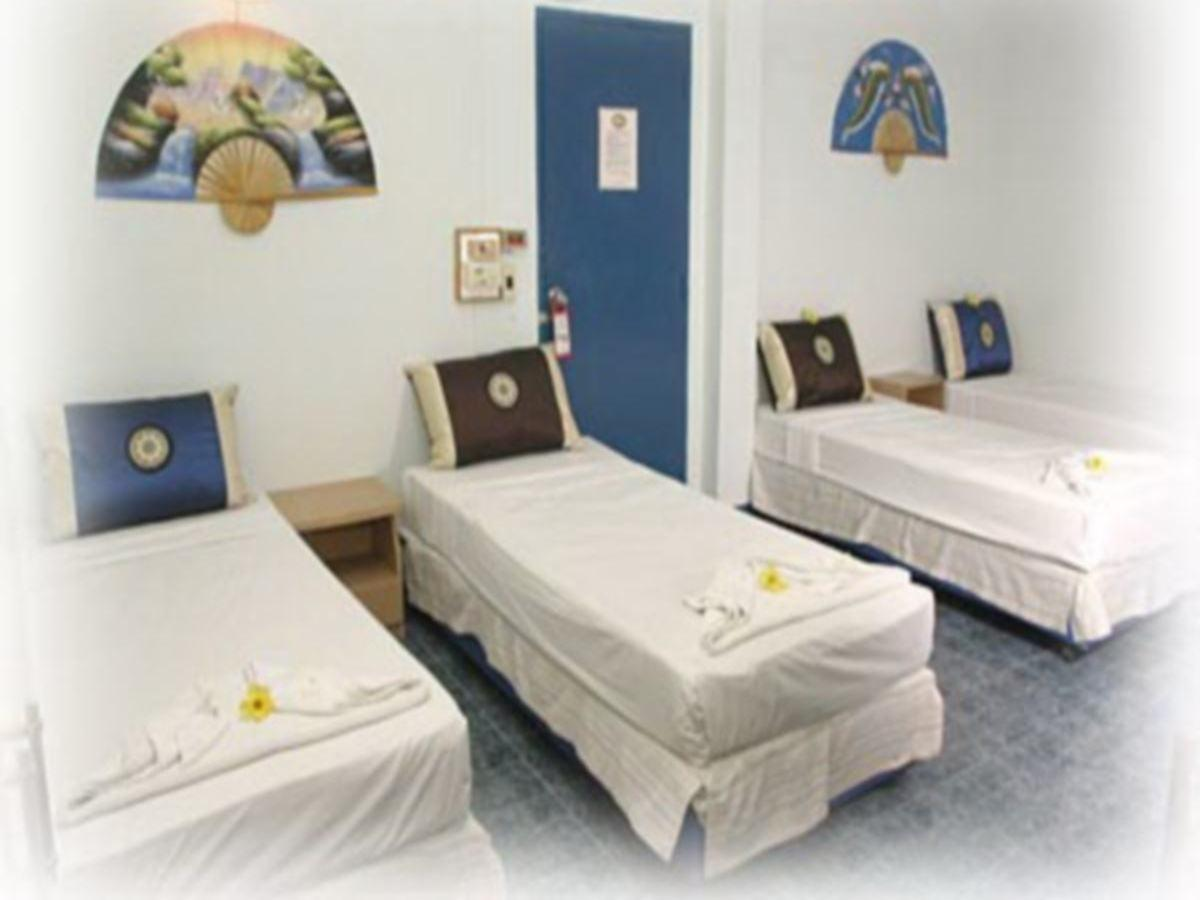 För 4 - 4 enkelsängar privat rum (Quad - 4 Single Beds Private Room)