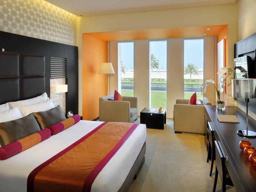 Hues boutique hotel 4 оаэ квартира в чехии купить недорого в рублях