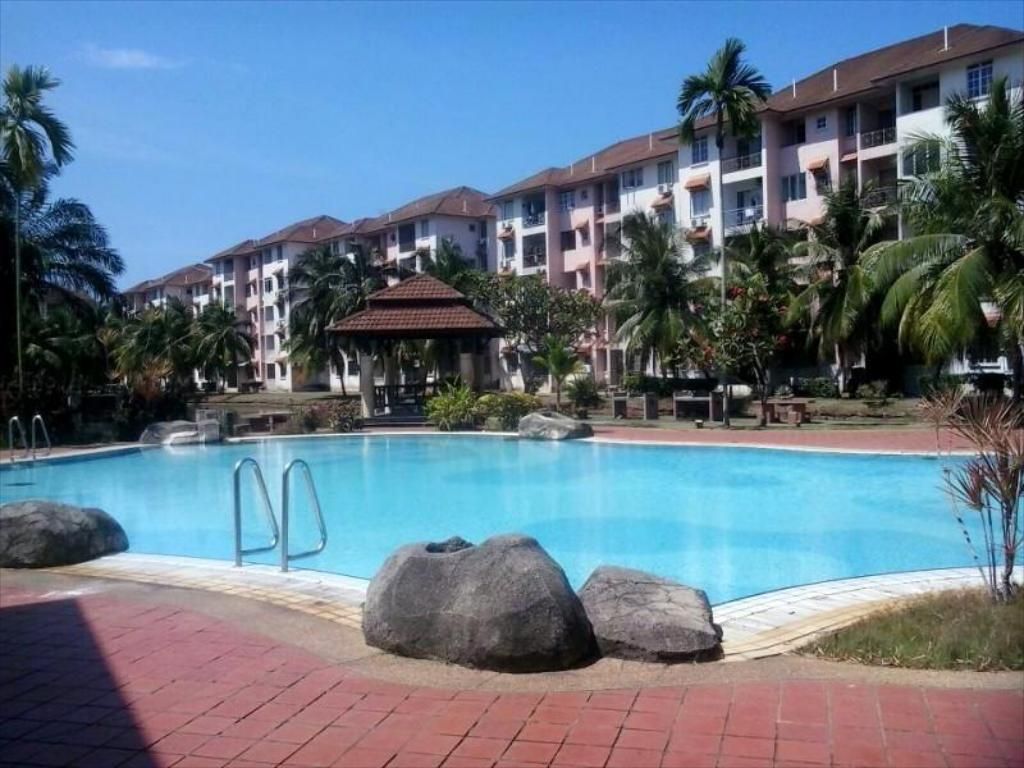 Swimming pool P.D. Perdana Condominium