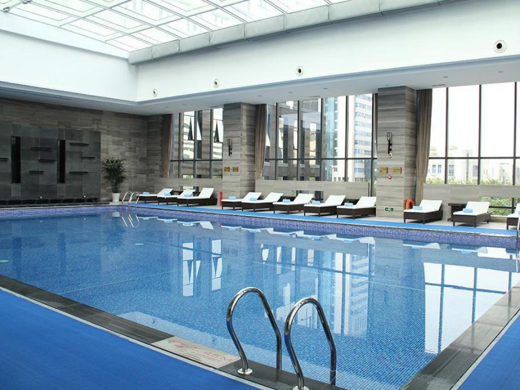 Swimming pool Crowne Plaza Shenzhen Longgang City Centre