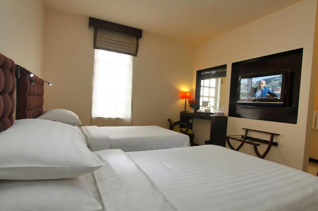 Deluxe Twin Bed - Bedroom East Hotel