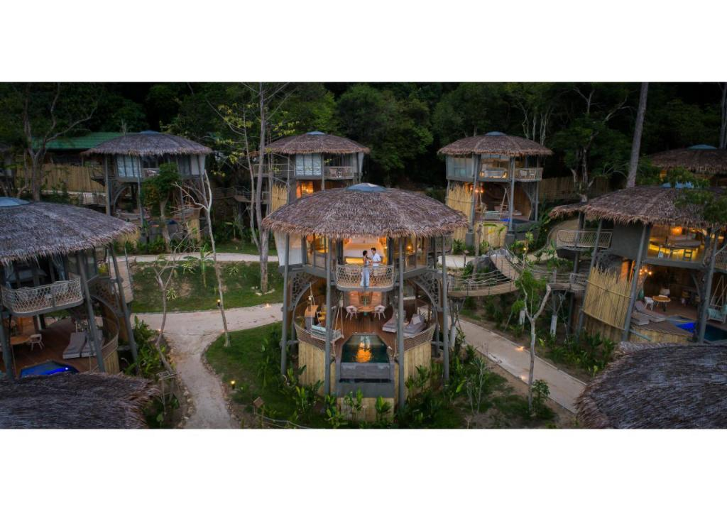 TreeHouse Villas - Adult only