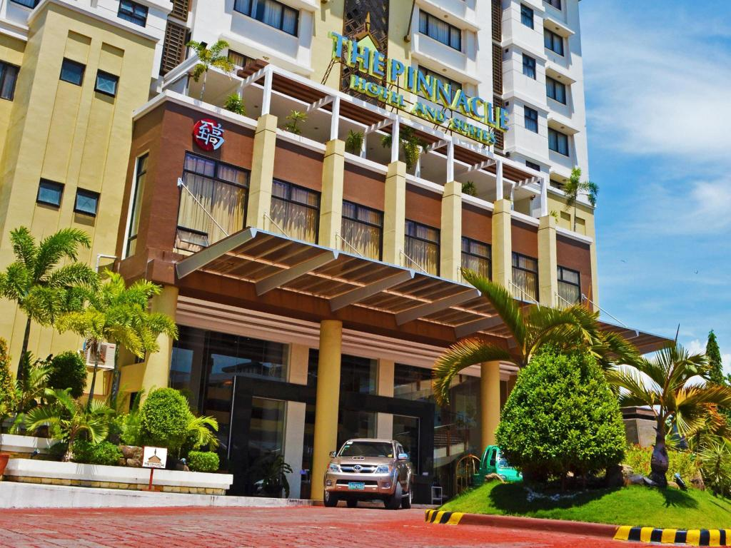Pinnacle Hotel and Suites