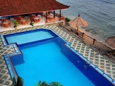 Kolam renang luar ruangan The Rishi Candidasa Beach Resort