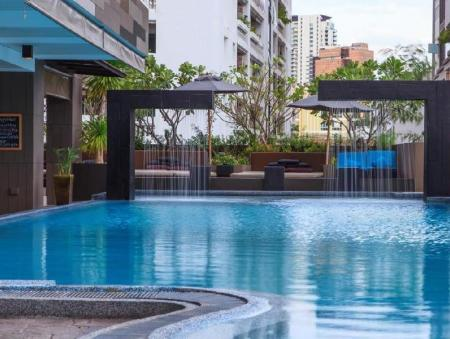 Swimming pool [outdoor] Golden Tulip Mandison Suites