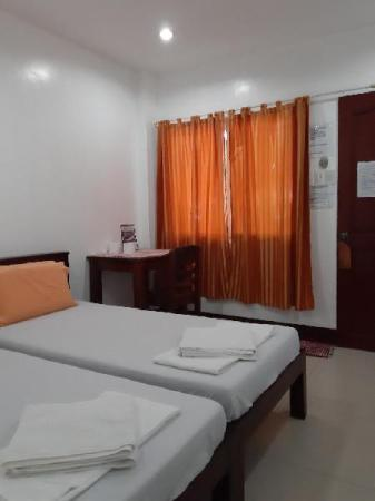 Standard Fan - Twin Bed - Bedroom Slam's Garden Dive Resort