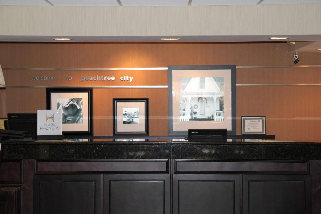 Лобби Hampton Inn Atlanta Peachtree City