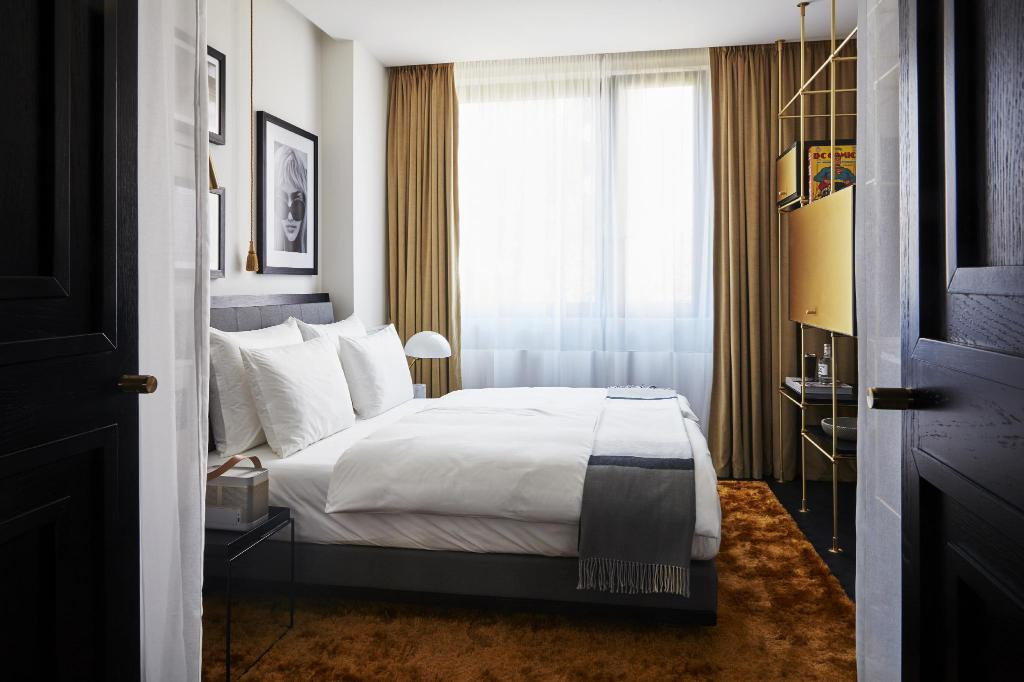 Superior Room, Guest room, 1 Queen - View Roomers Munich, Autograph Collection