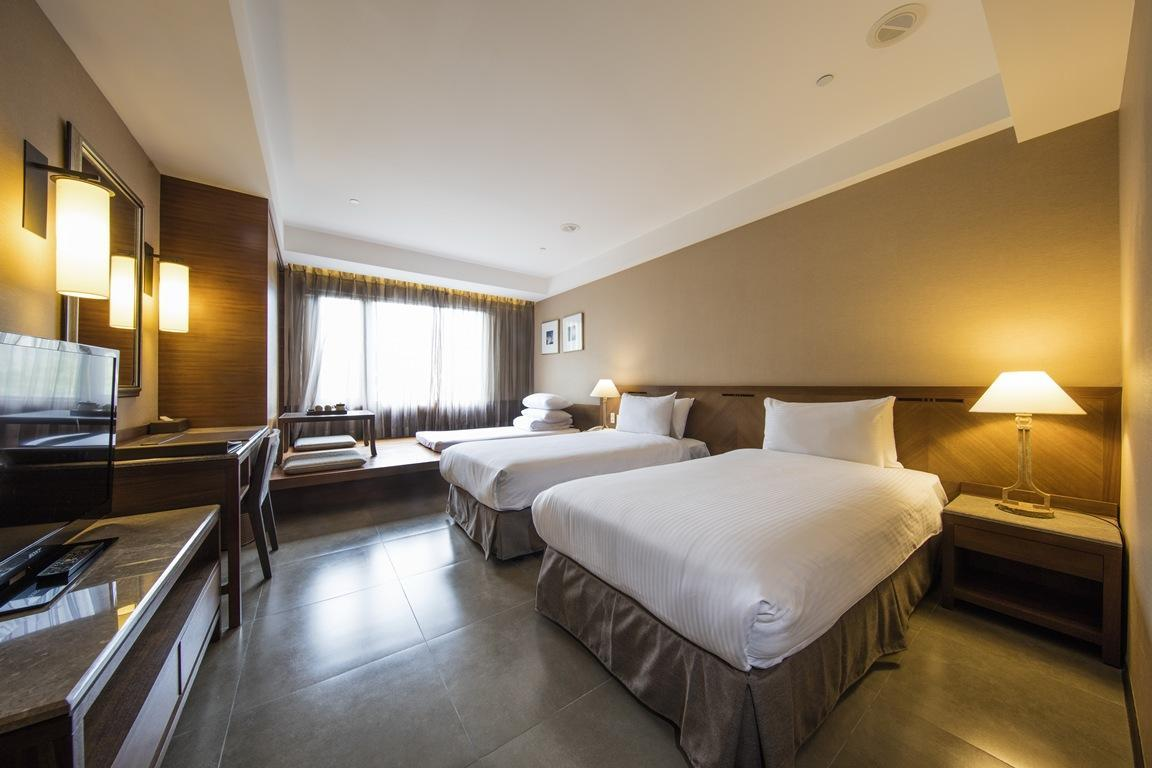 Hotel Zone - Deluxe Twin Room with Extra Futon Bed