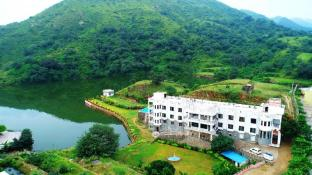 Rang Bhawan Inn - A Lake View Hotel