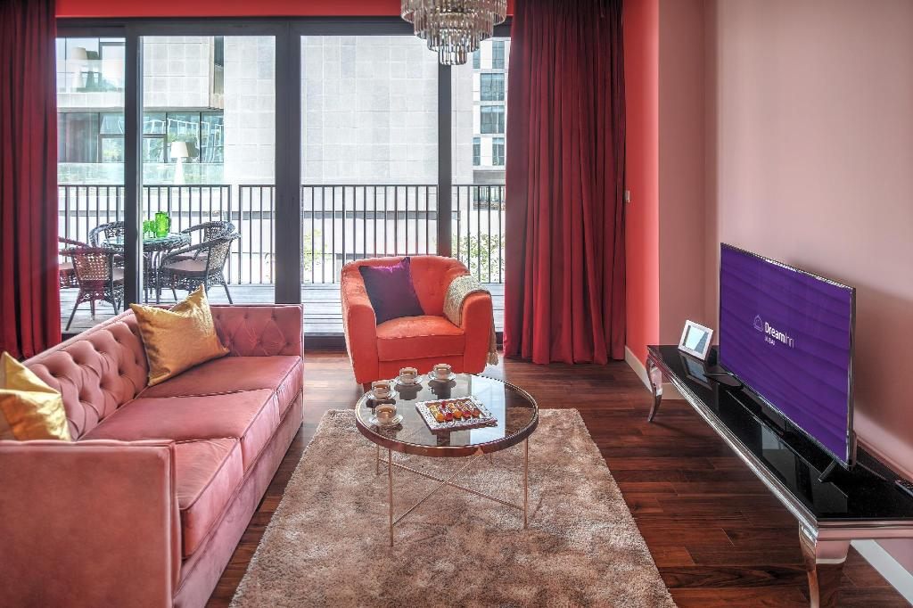 Lobby Dream Inn - Alluring 3 Bedroom Apartment in City Walk