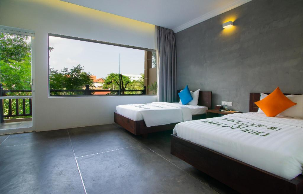 Deluxe Twin Room with Balcony - Bedroom