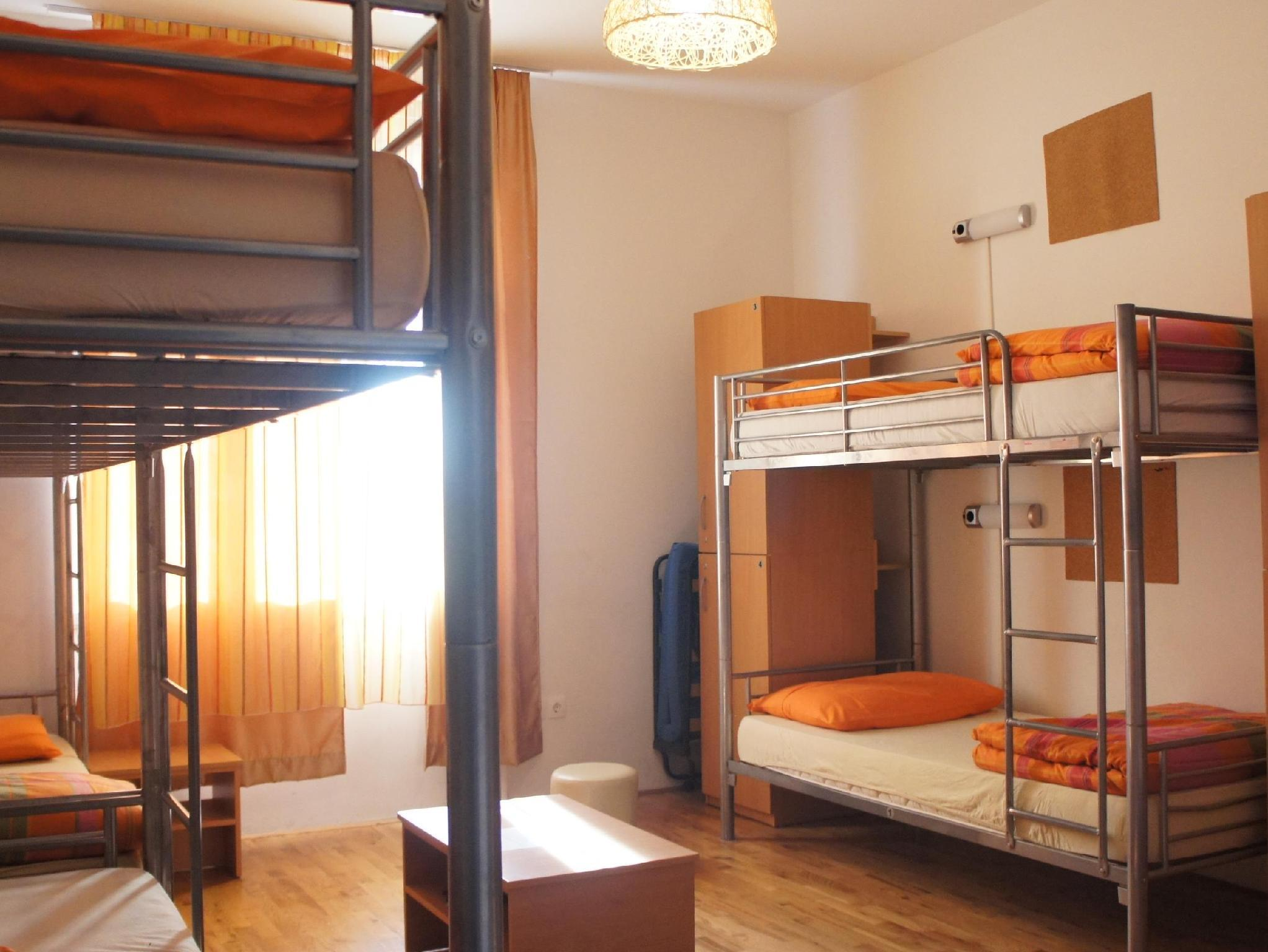 Single Bed in Mix 8-Bed Dormitory Room