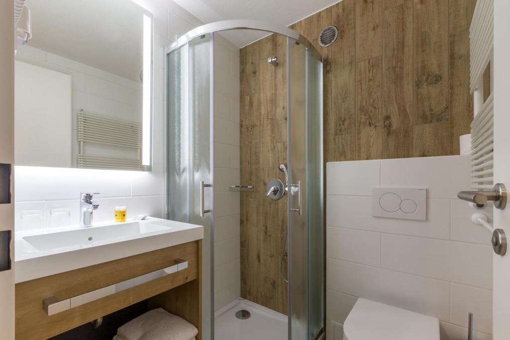 Standard Double or Twin Room - Bathroom M Hotel Ljubljana