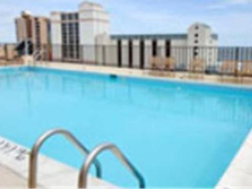 Swimming Pool Neptune Park Inn