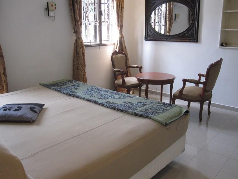 Double Bed (Shared Bathroom)