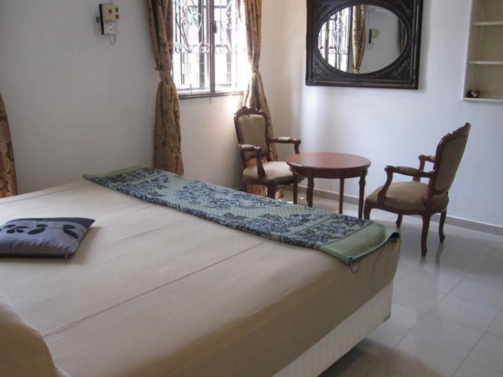 Double Bed (Shared Bathroom) - Bed Oriental Riverside Residence Guest House
