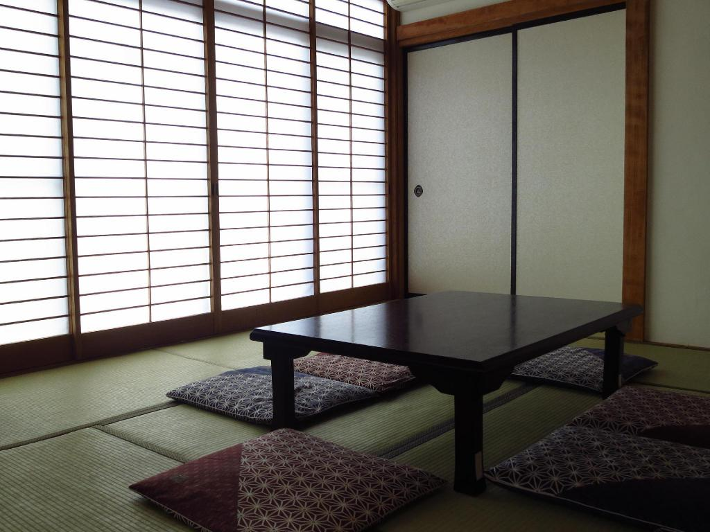 Japanese Economy Twin Room with Shared Bathroom - Lounge K's House Mt.Fuji - Backpackers Hostel