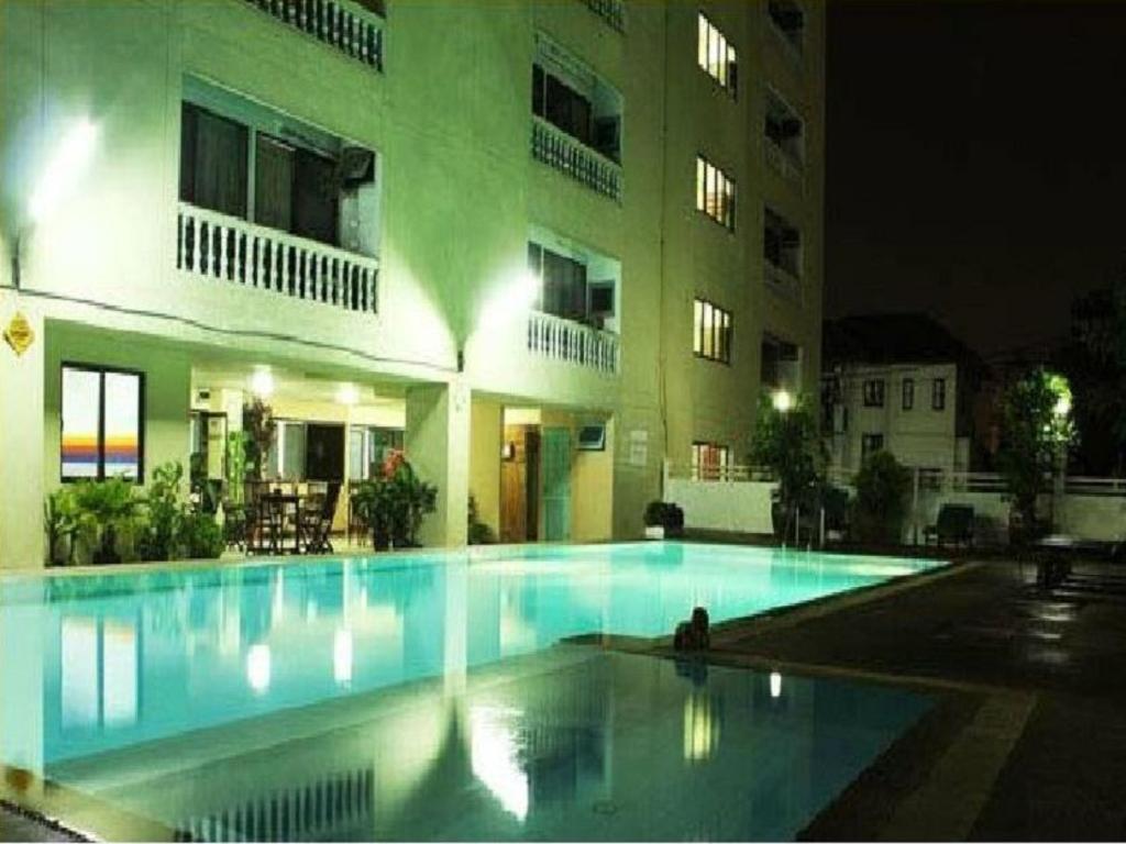 hotels near london street bangkok best hotel rates near