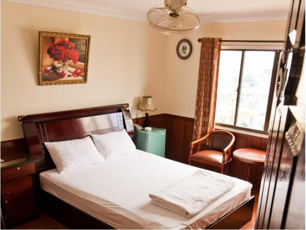 Superior Double Bed Tan Hoang Mai Hotel