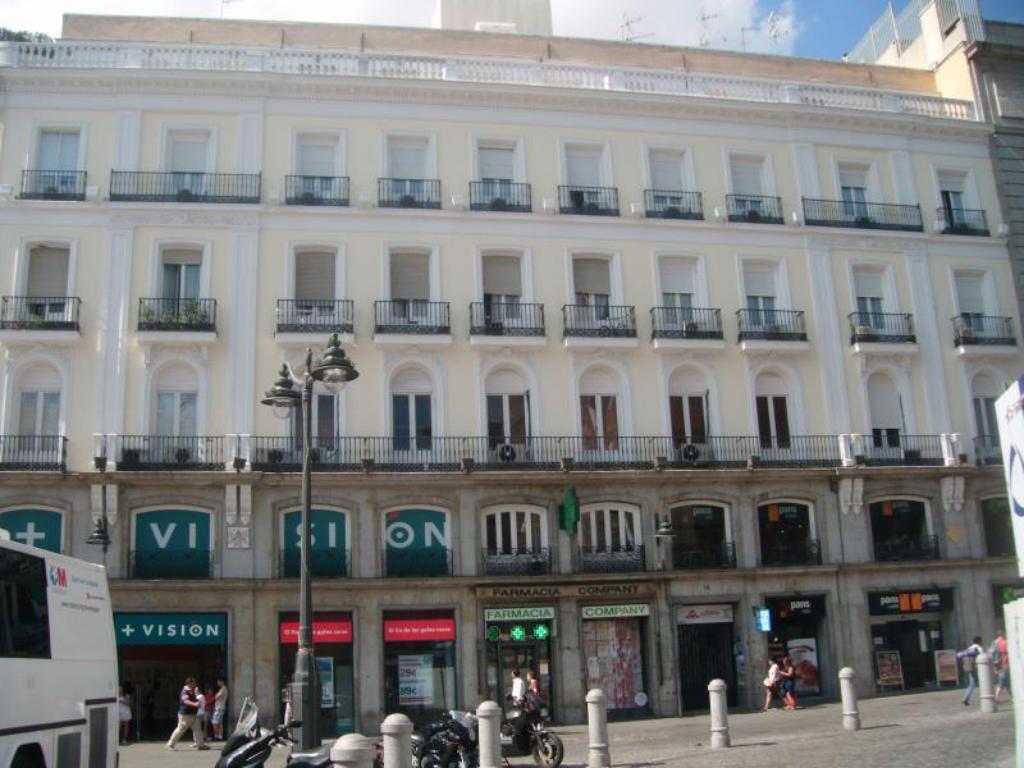 عروض 8 محدّثة لـHostel Puerta del Sol في مدريد بأسعار ، صور