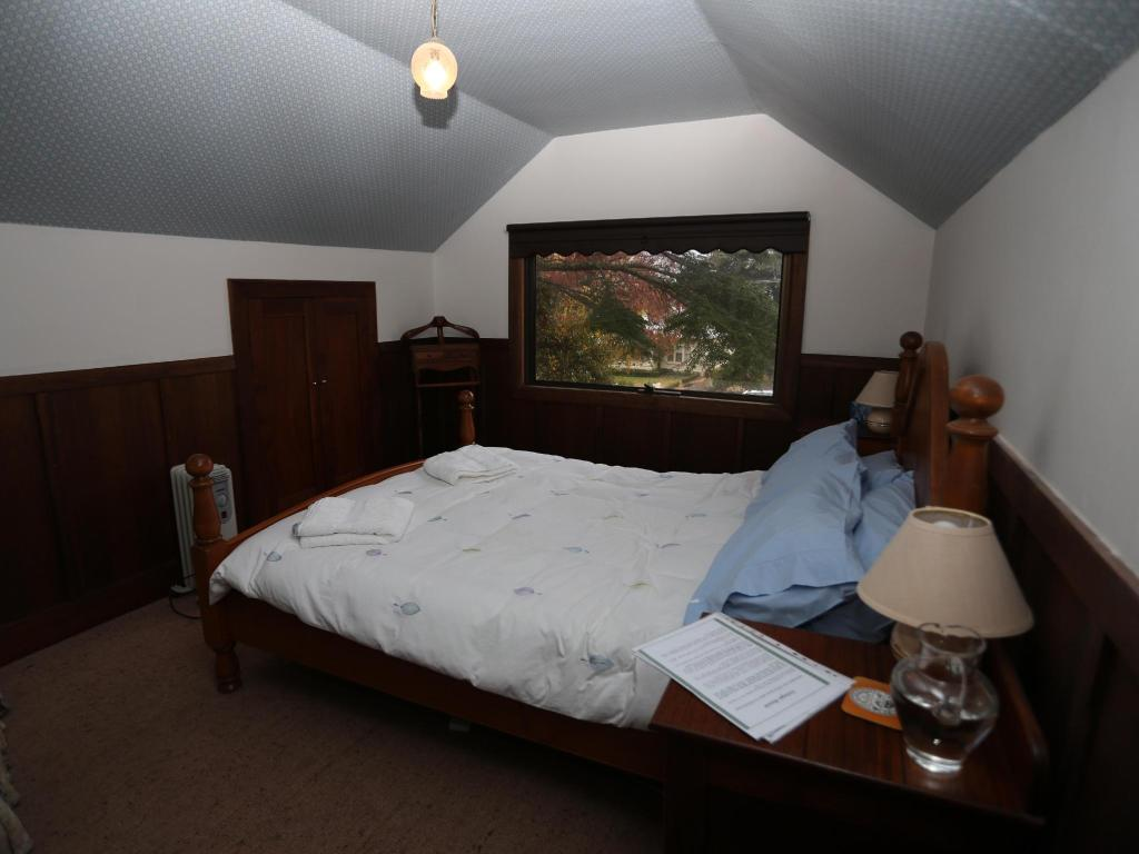 Cozy Queen - Seng Colwyn House and Stable Cottage B&B