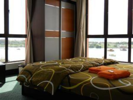 3 Bedroom Apartment MC Holiday Apartment @ Marina Court Resort Condominium
