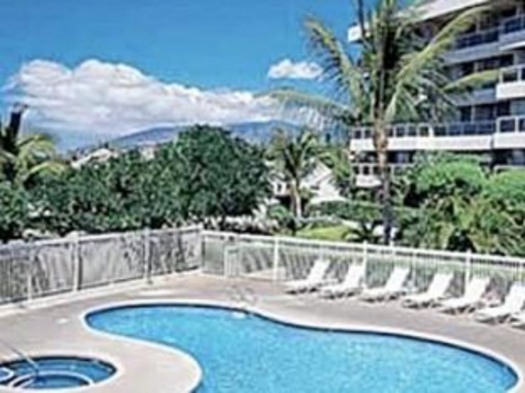 Swimming pool Maui Banyan by Maui Condo and Home