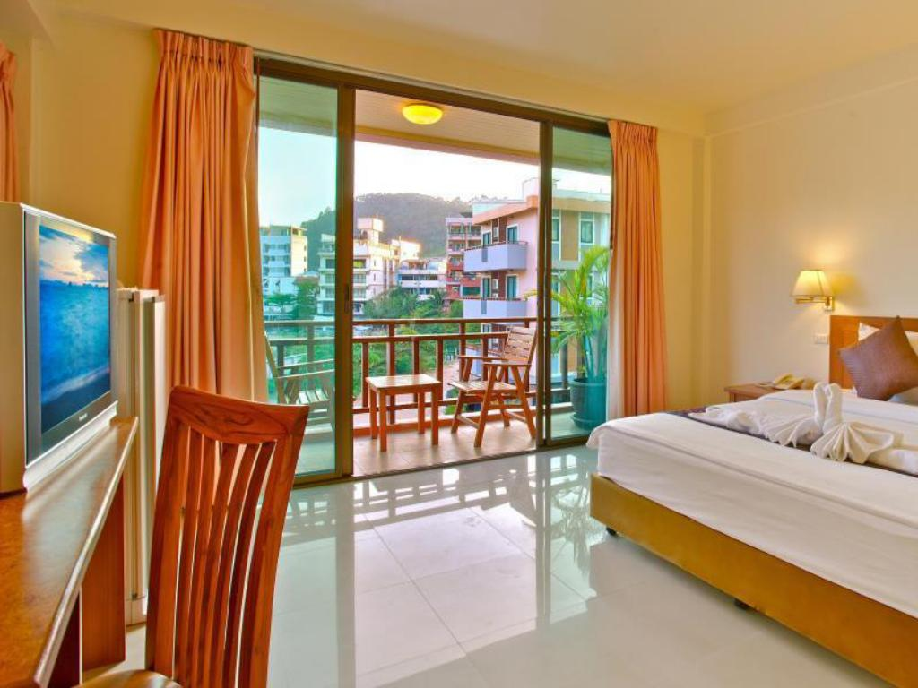 Superior Double Room with Balcony - Guestroom Orchid Garden Hotel Patong