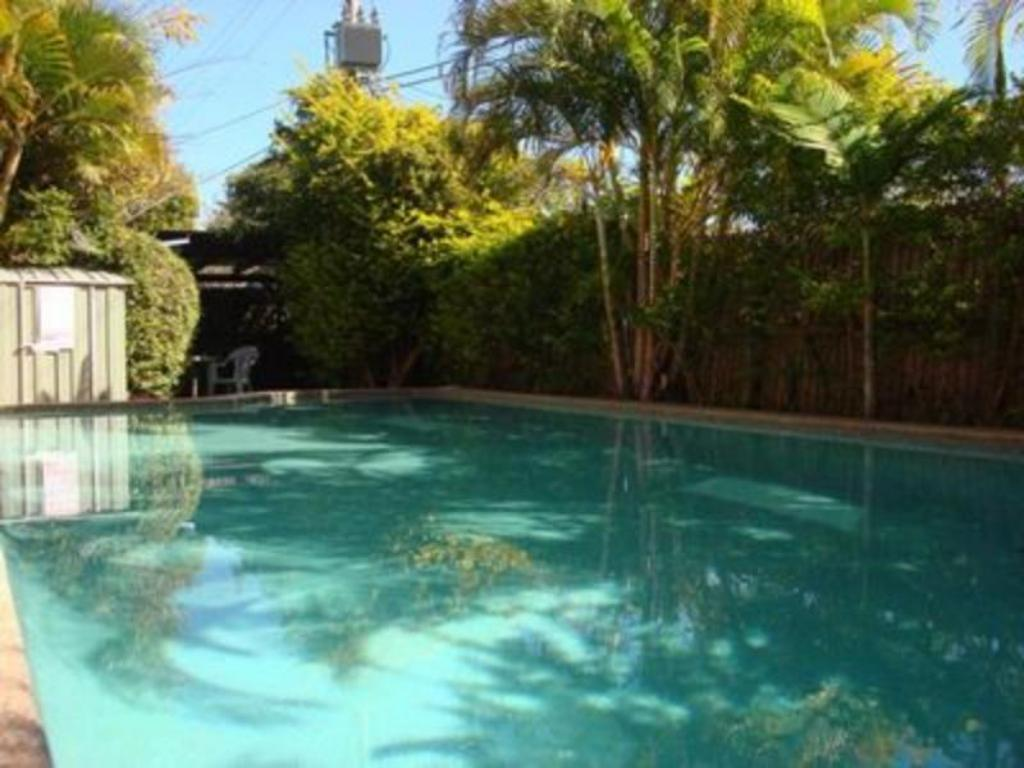 Best price on wunpalm motel holiday cabins in sunshine - Holiday lodges with swimming pools ...