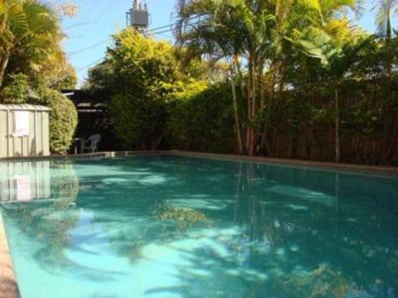 Book wunpalm motel holiday cabins sunshine coast - Holiday lodges with swimming pools ...