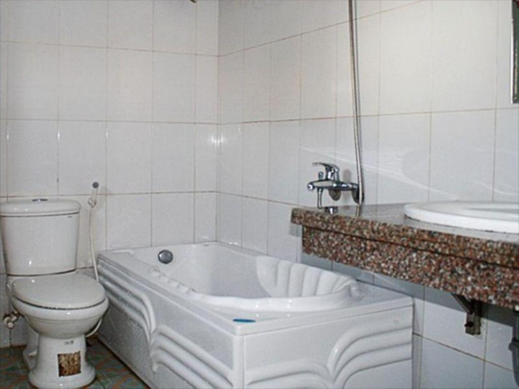 Bathroom Xuan Hoa 2 Hotel