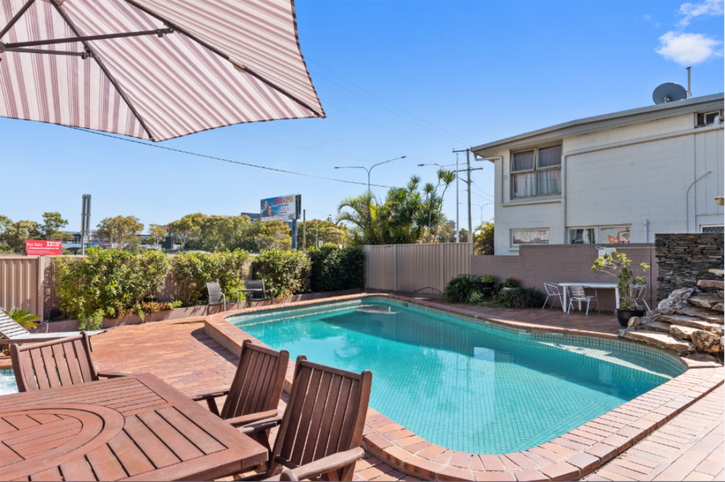 Swimming pool [outdoor] Browns at Broadbeach Motel