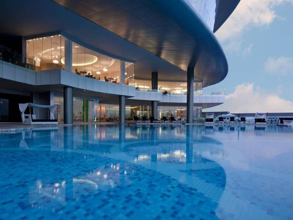 Piscina Jumeirah at Etihad Towers Hotel