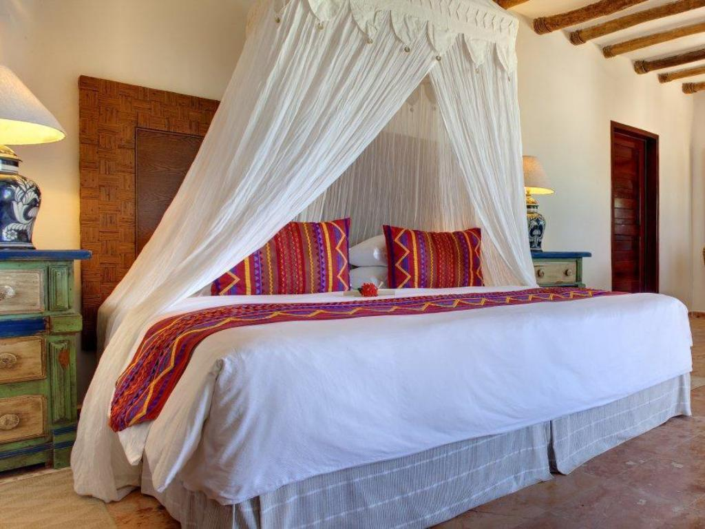 Suite Ocean View King Bed - Bed CasaSandra Boutique Hotel