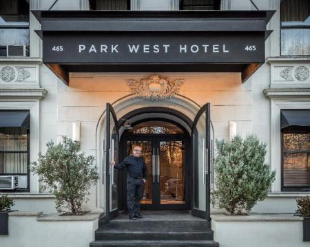 Intrare Park West Hotel