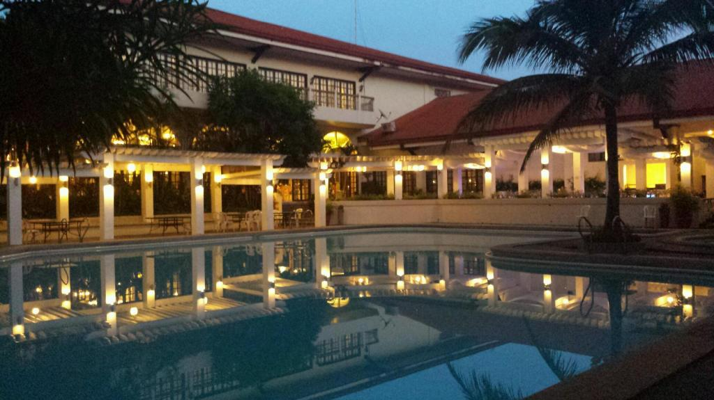 Bed Breakfast At Royale Tagaytay Country Club Booking