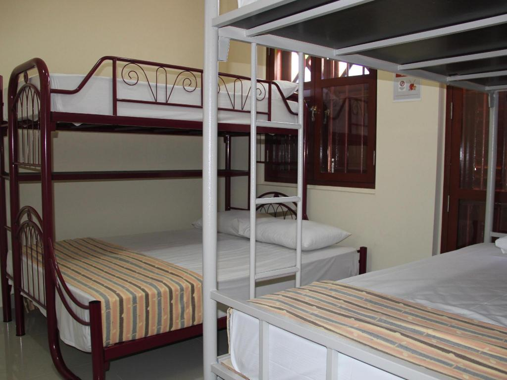 5 Bedded Family Room (1 Queen + 3 Super Single Beds) - Bed Mitraa Inn