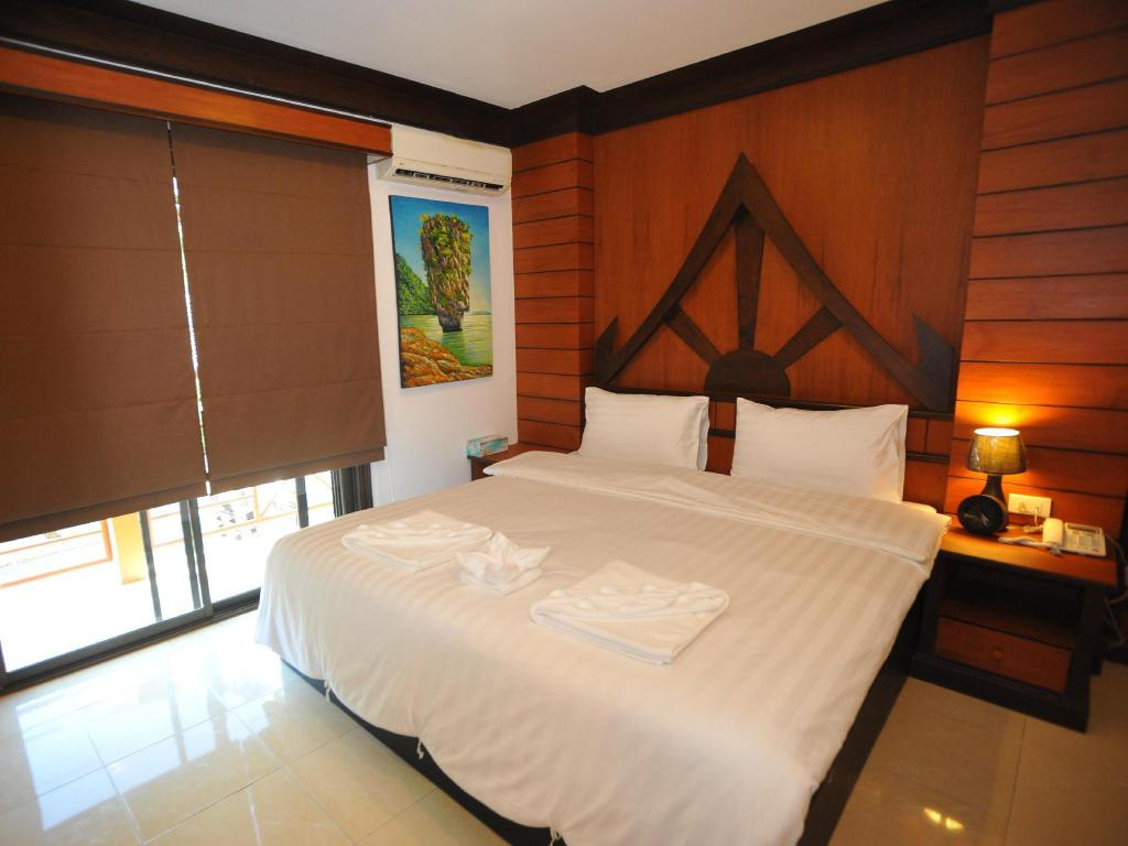 Superior Double Room with Balcony - Bed Apsara Residence