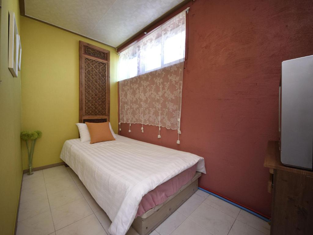 Single with Shared Bathroom Open Guesthouse