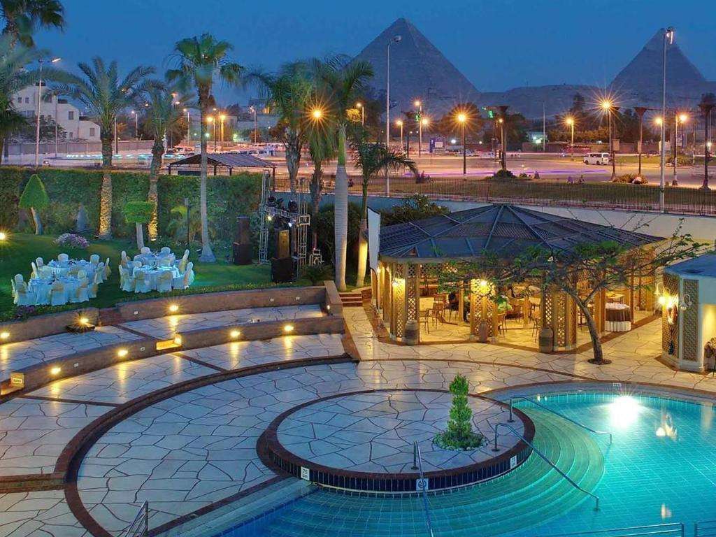 Swimming pool Mercure Cairo Le Sphinx Hotel