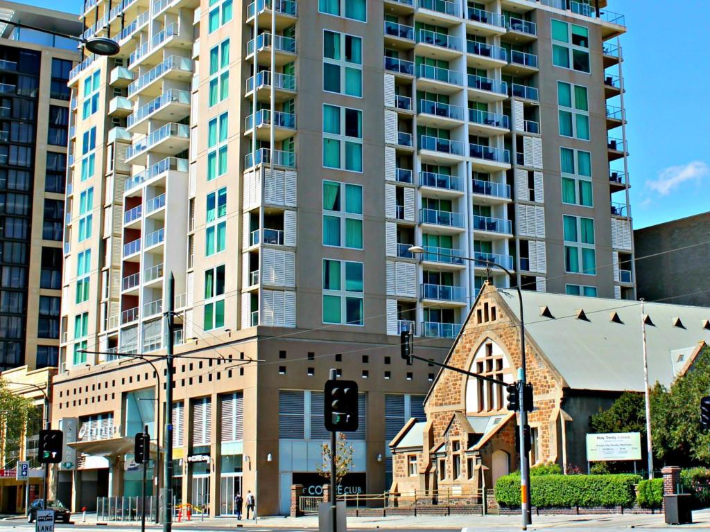 North Terrace – Adelaide DressCircle Apartments